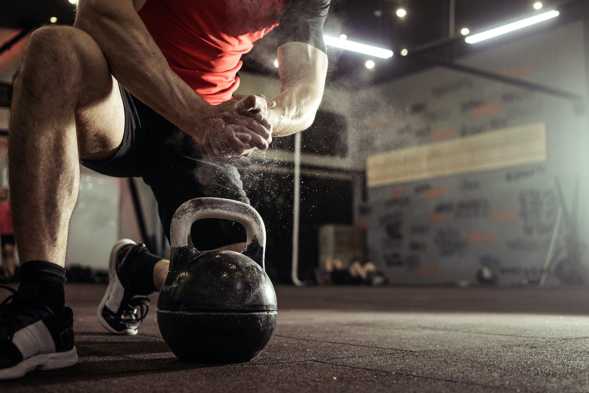 A pandemia vem impondo diversos desafios para as pessoas, e um deles é a prática de atividades físicas. Tivemos que nos adaptar às circunstâncias para manter a saúde. Veja neste artigo como manter seus treinos mesmo com as retrições!