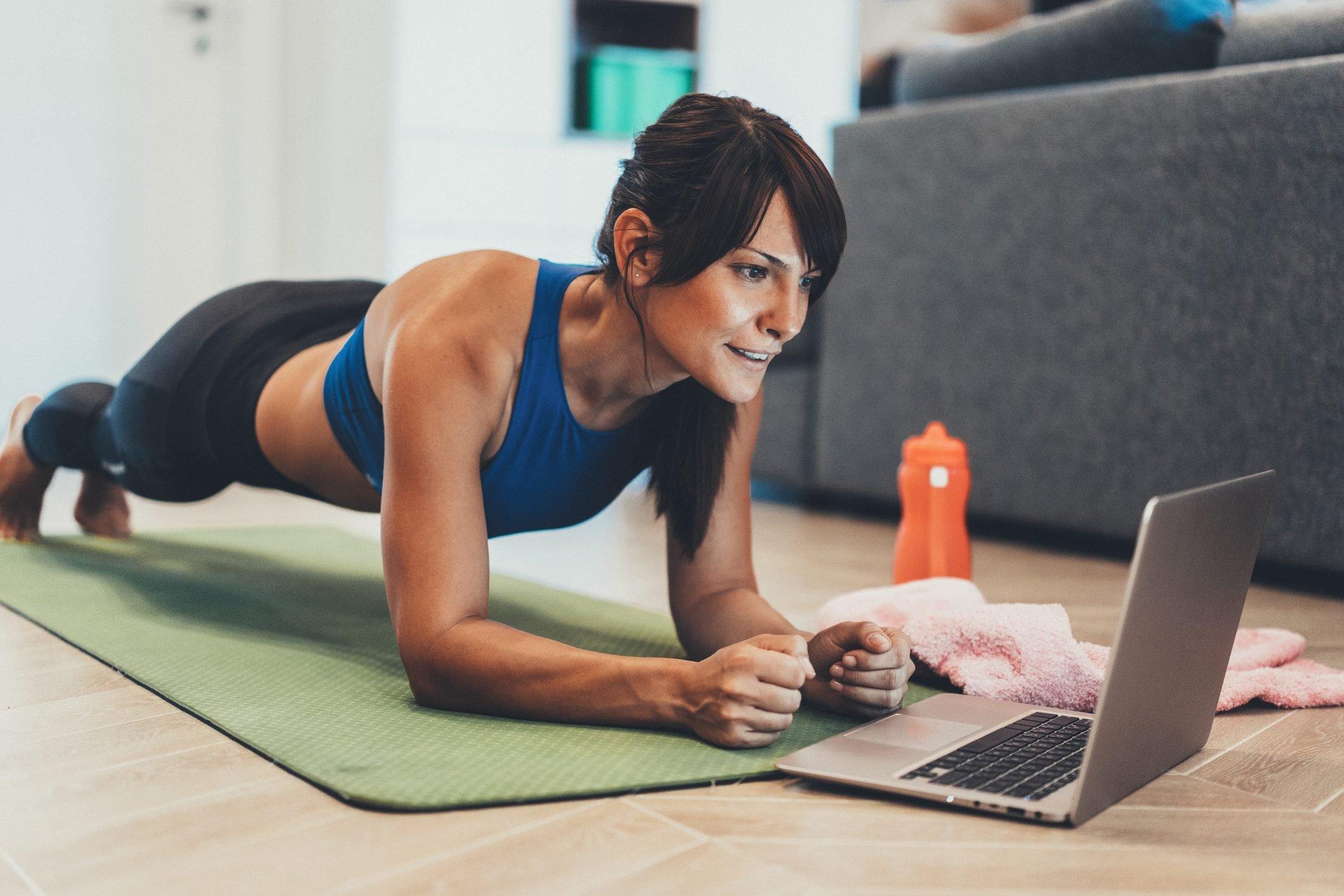 Agosto chegou, mas ainda dá tempo de mudar seu hábitos e colocar de vez os exercícios físicos na sua vida. Venha conferir 3 tendências fitness de 2021!