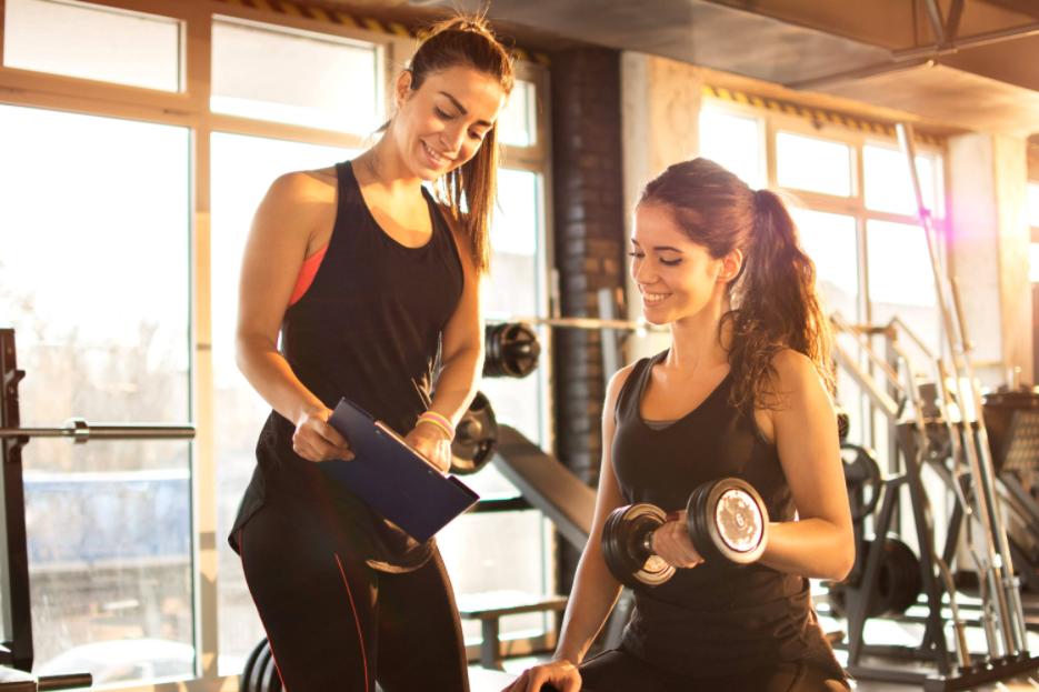 É muito importante ter um profissional capacitado ao seu lado na hora de se exercitar. Mas você sabe como avaliar o trabalho de um personal trainer? Confira neste artigo!