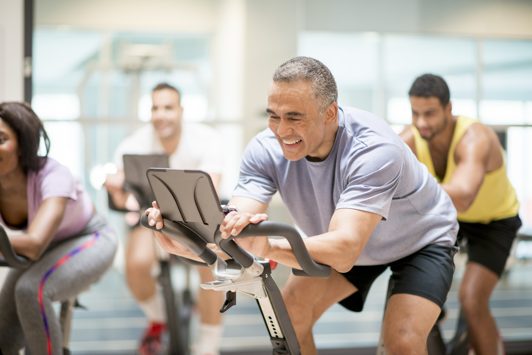 Envelhecer é um processo natural e com o qual não adianta lutar. O melhor a se fazer é tornar o processo mais saudável, e isso é possível através de exercícios físicos! Confira mais neste artigo!