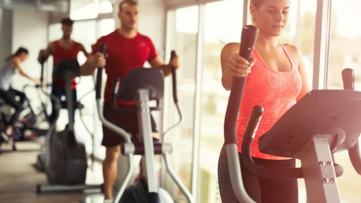 Correr primeiro e puxar ferro depois? Ou garantir primeiro o treino de força e depois fazer o aeróbico? Pode parecer que não faz diferença, mas a ordem do treino afeta os seus resultados. Confira aqui mais sobre o assunto!
