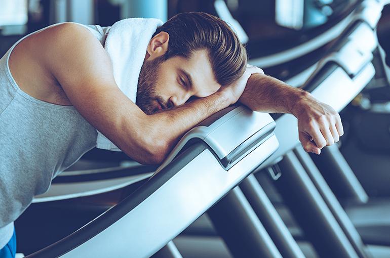 A ingestão de bebidas alcoólicas pode influenciar negativamente no ganho de massa magra e, consequentemente, no rendimento durante os treinos. Saiba mais sobre o assunto neste artigo!