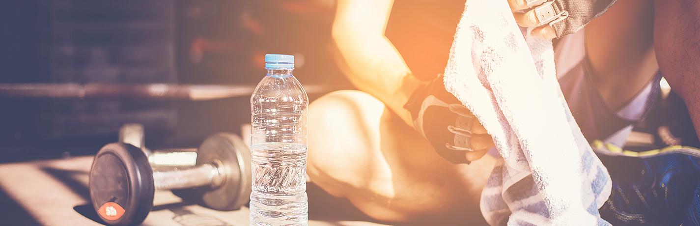 Quanta água uma pessoa precisa beber por dia para se manter hidratada?