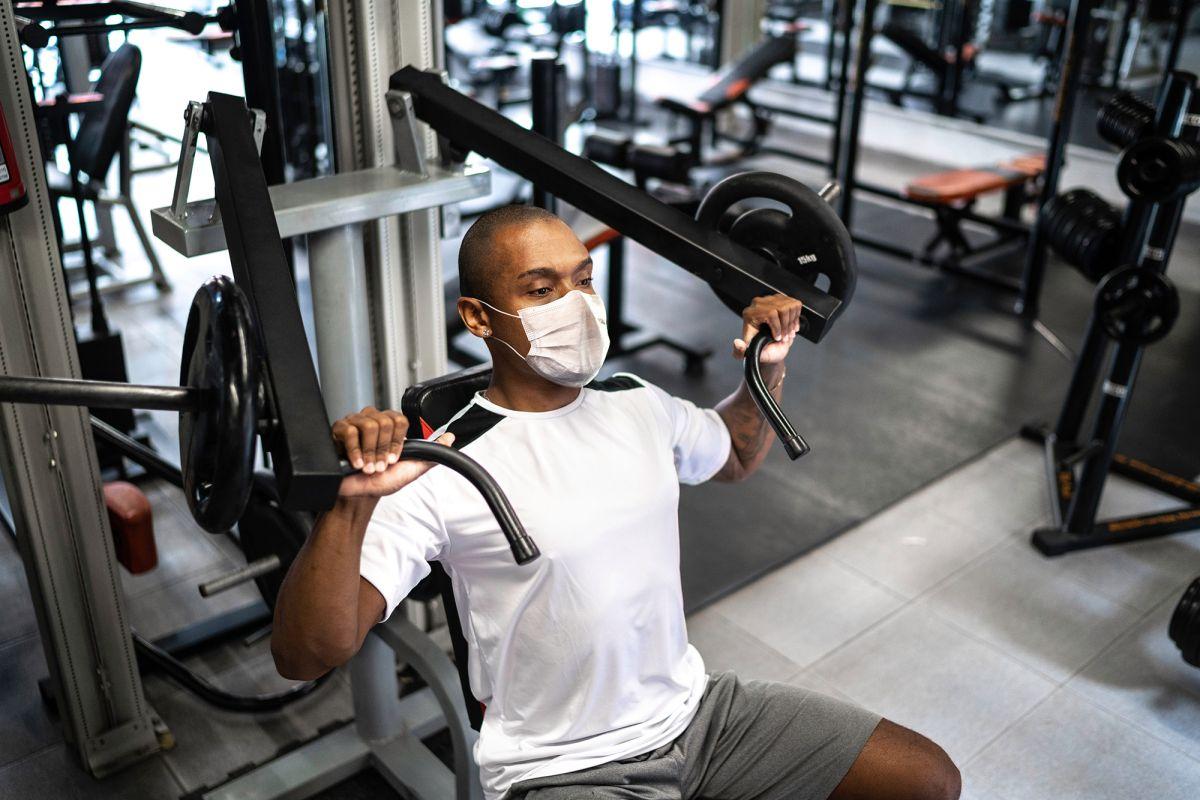 Além de fortalecer o sistema imunológico, exercícios físicos também fortalecem a saúde mental. Por isso as atividades físicas tornaram-se ainda mais importantes durante a pandemia. Saiba mais aqui!
